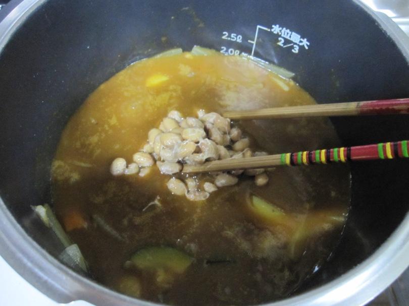 納豆をカレーに入れる