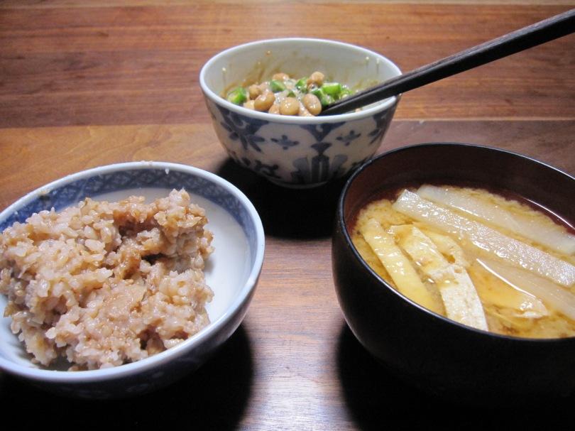 酵素玄米、味噌汁、オクラ納豆