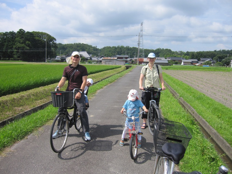 satoyamacycling with Ausrian family