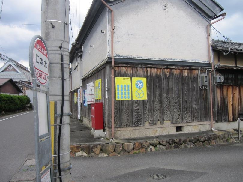 バス停横ポスター