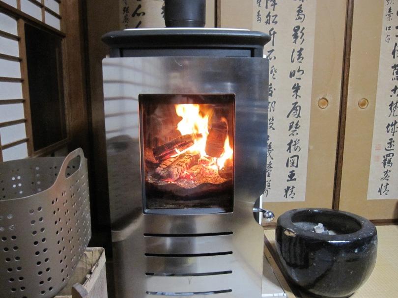 薪ストーブと火鉢