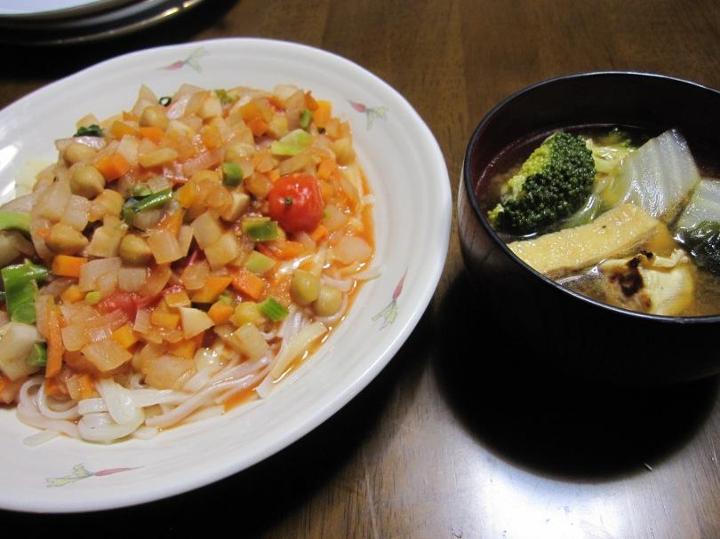 うどんパスタと味噌汁